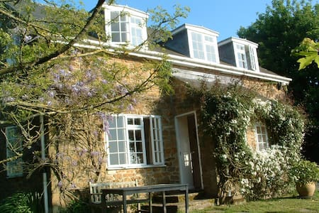 Homely Cottage off the beaten track - Bridport - House
