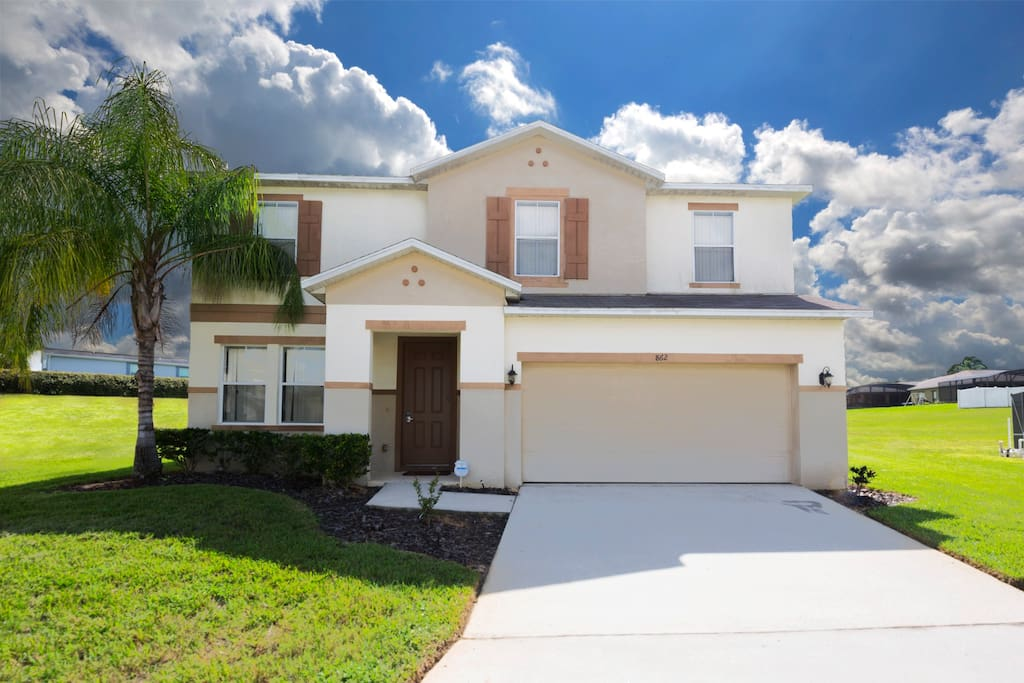 Located near to Mickey and his friends, this fully air-conditioned 5 bedroom and 4.5 bathroom family vacation pool home is perfect for your loved ones, sleeping up to a maximum of 12 guests in over 3,400 square feet of living space.