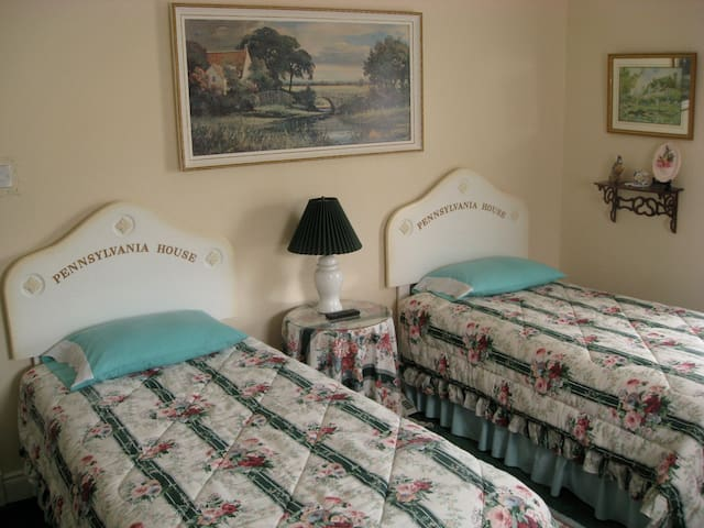 Deluxe Un-Suite Twin Room 2 Beds - Letterkenny - Bed & Breakfast