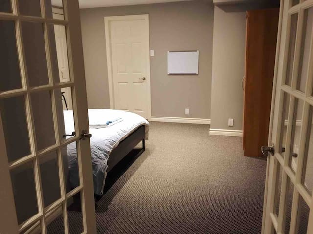 1 bedroom apartment in a quiet and clean house