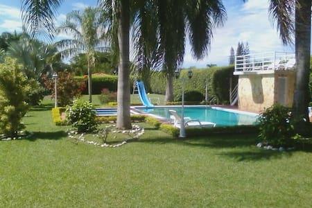 Hermosa Casa Campestre La Luisa - Rozo - Cabana