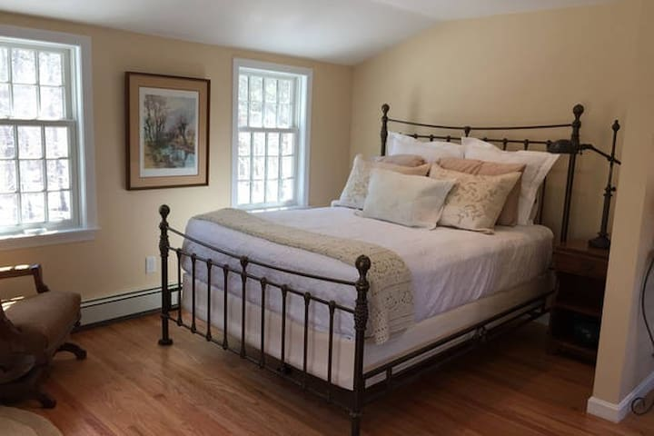 Queen bed with all cotton linens and shams and bedspread.