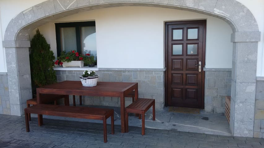 Casa completa mirando al mar - Ibarrangelu - Huis