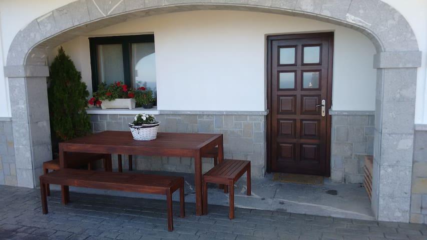 Casa completa mirando al mar - Ibarrangelu - House