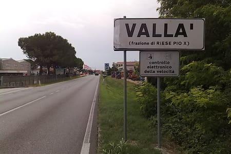 Stanza in perifieria - Vallà - Talo