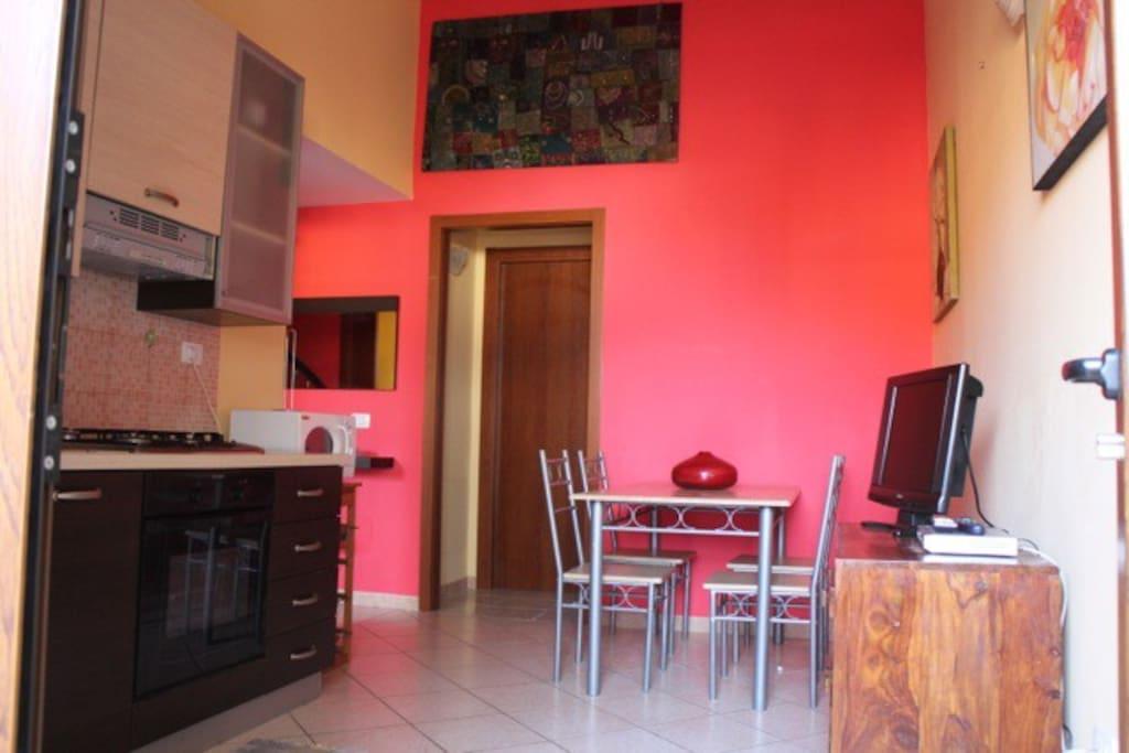 Confortevole casa con spaziosa veranda attrezzata case for Casa con veranda