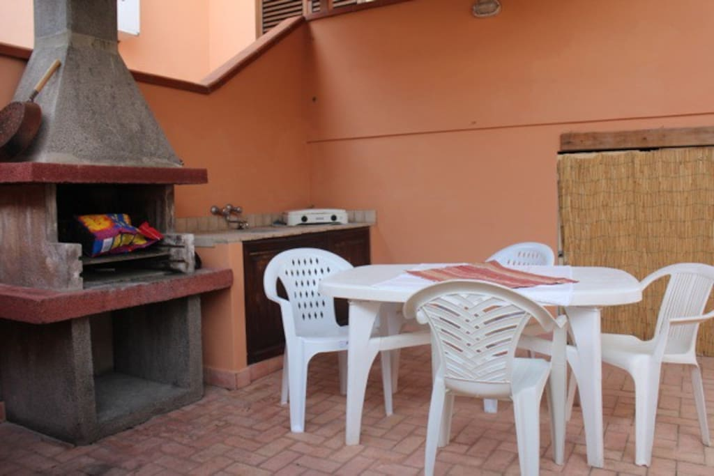 Confortevole casa con spaziosa veranda attrezzata for Casa ranch con veranda