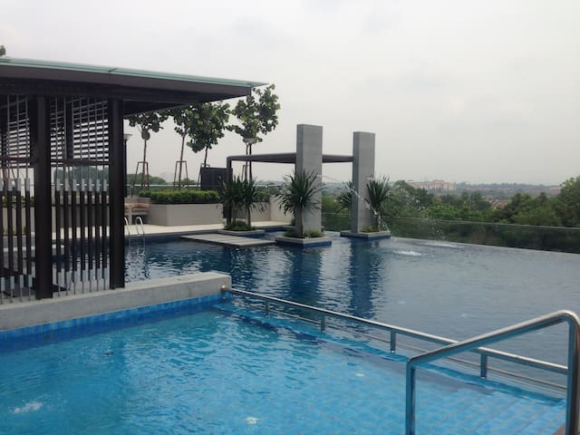 3 Bedrooms Apartment at Bukit Indah - Johor Bahru - Apartment