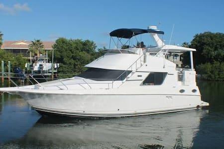 Enjoy our Luxury Yacht.....FREE Jet Ski - 聖露西港(Port St. Lucie)