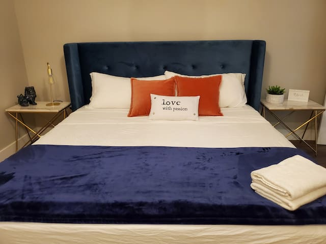 Lower bedroom with King bed & single/day bed