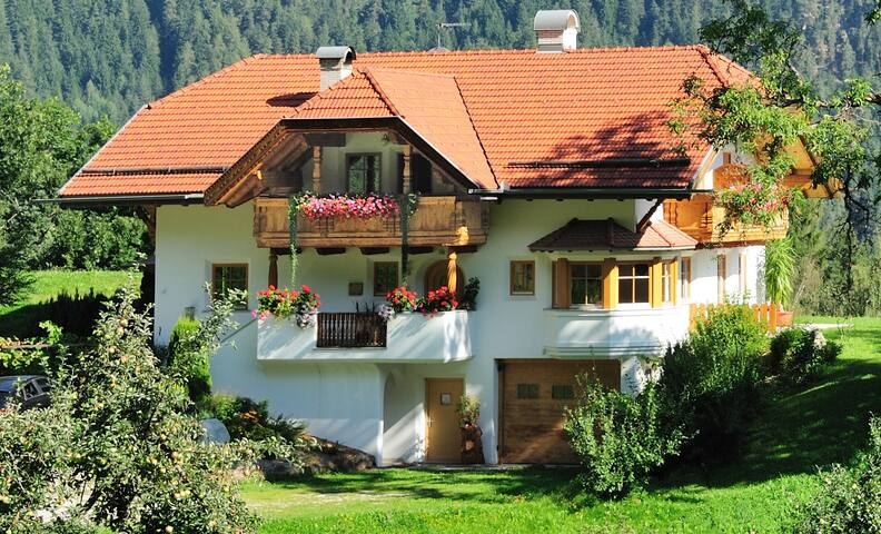 "Modern holiday apartment ""Oberplunerhof - FeWo Kronplatz"" with Wi-Fi, balcony, beautiful beautiful view; parking available"