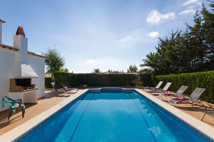 Villa Serena-huge private pool Free WiFi and AC