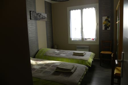 Grande chambre dans villa, proche de la ville. - Montauban