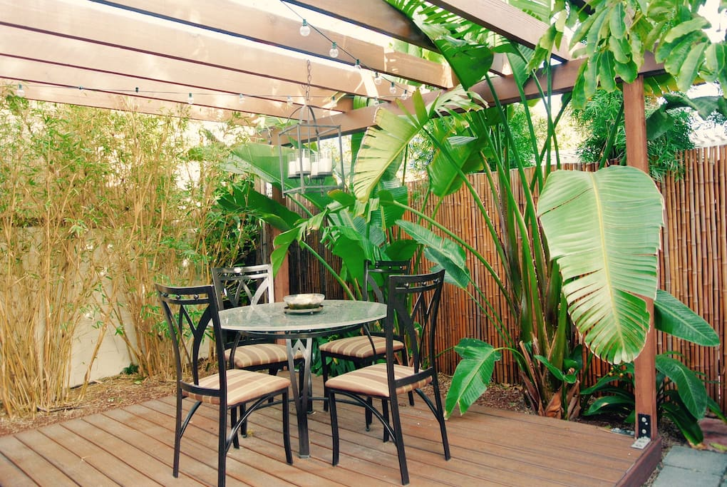 Private zen patio to enjoy your dinner or a cup of coffee in the morning!