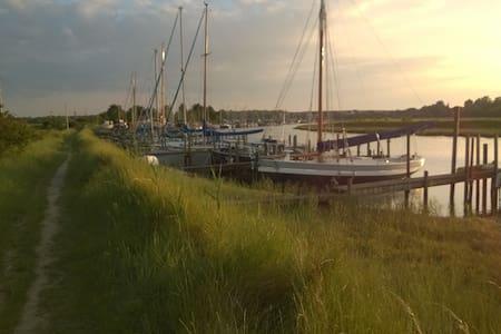 Waterfront cottage, fabulous views - Oare - Huis