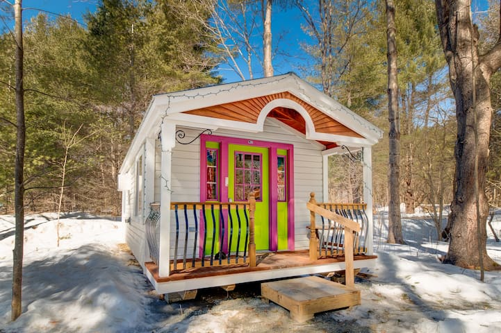 Apple Blossom Cottage: A Tiny House - Jamaica - Cabaña