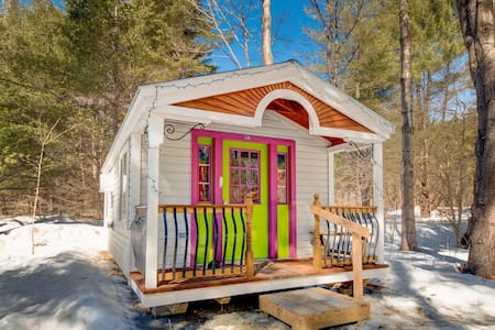 Apple Blossom Cottage: A Tiny House - Jamaica - Blockhütte