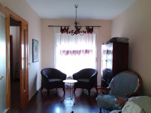 Soleada casa adosada en Aguadulce.