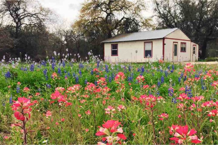 Country getaway! Quick drive to AFB, Alamo, & more