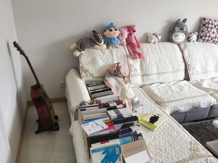 顺路拍了下沙发,喜欢音乐的朋友可以一起玩