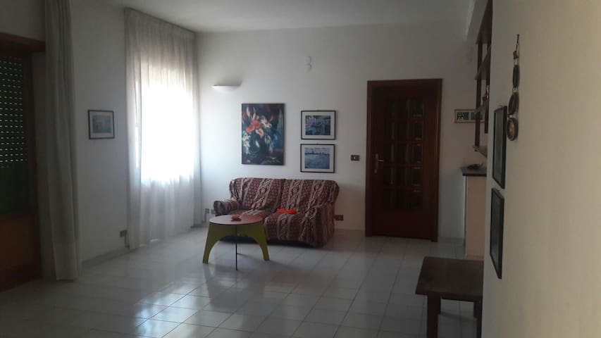 Large Rooms @large apartment in southside of Rome