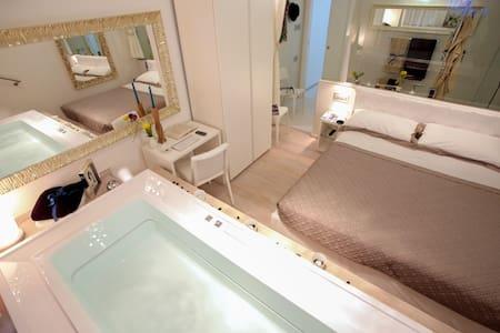 Conte Max: la tua spa sul mare - Termoli - Bed & Breakfast