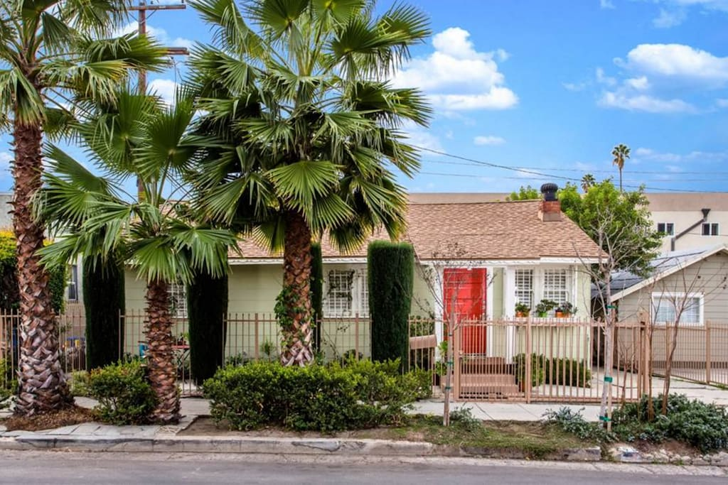 Historic hollywood cottage close to everything houses for Cottages in los angeles
