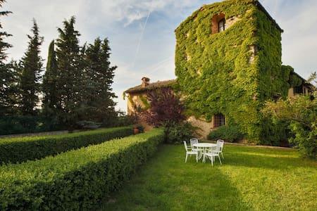 Tuscany Villa with Gardens & Pool - tavarnelle val di pesa - Villa