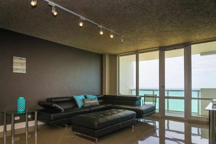 2br/2ba w/ Direct Ocean Views!! - Miami Beach - Flat