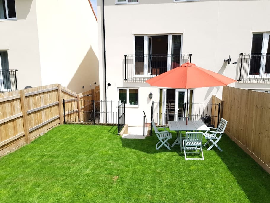 South facing garden, perfect for BBQ's