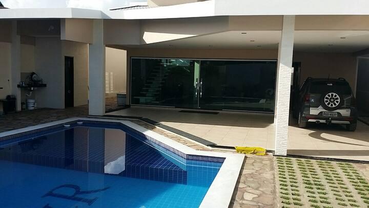 Casa grande excelente com piscina e churrasqueira