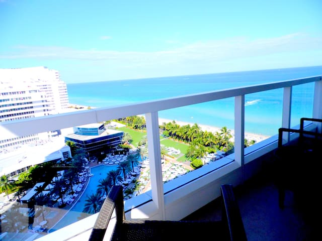 Large Studio at Sorrento Fontainebleau Miami Beach