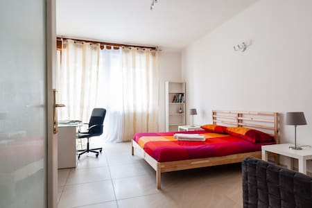 So clean room with Double bed - Пиза