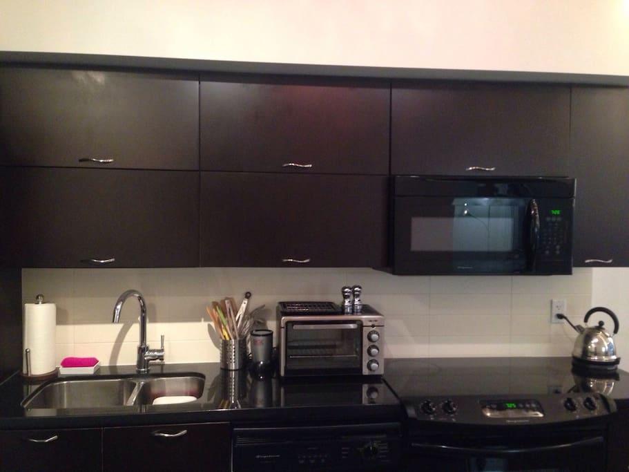 Complete, modern kitchen and utensils