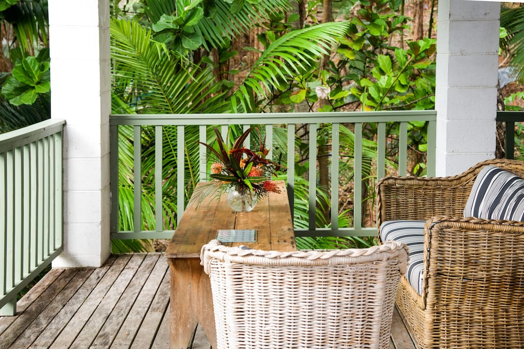 Granny flat private deck overlooking rainforest