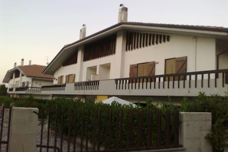 Elegant attic in Rocca di Mezzo - Rocca di Mezzo - Apartamento