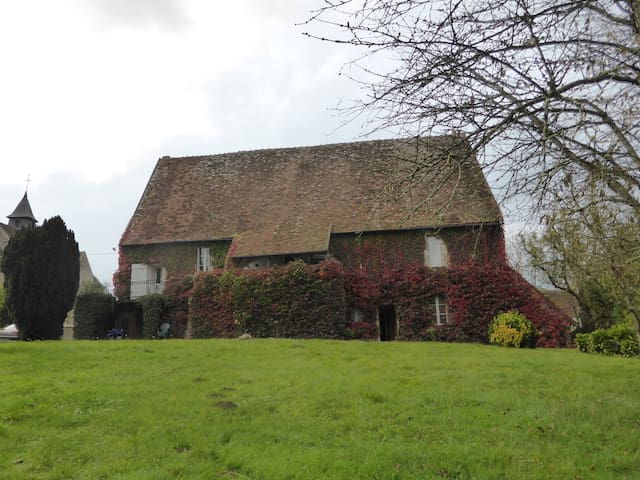Ancienne maison près de George Sand - Saint-Jeanvrin - บ้าน