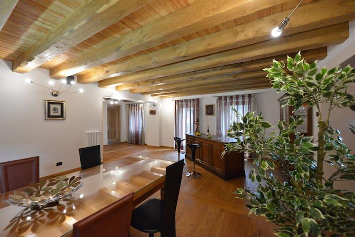Villa in montagna (4-15 persone)