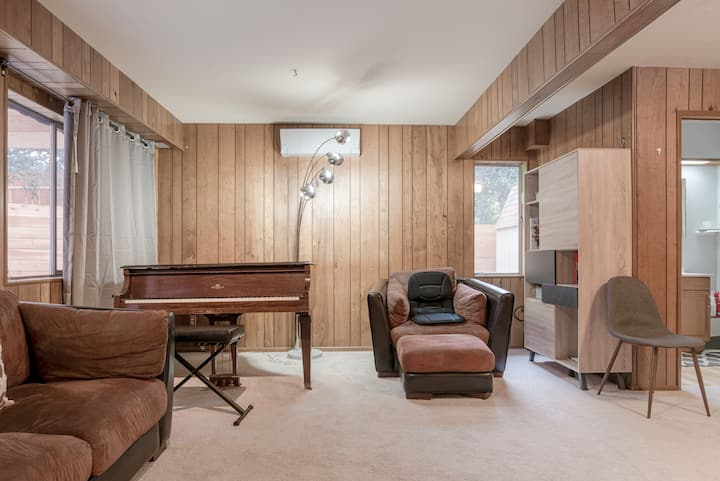 Private 800+ sq ft suite near SFO w/Grand Piano!