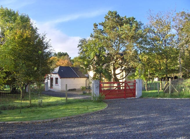 Farmhouse on 2 acres with ample parking and disabled access