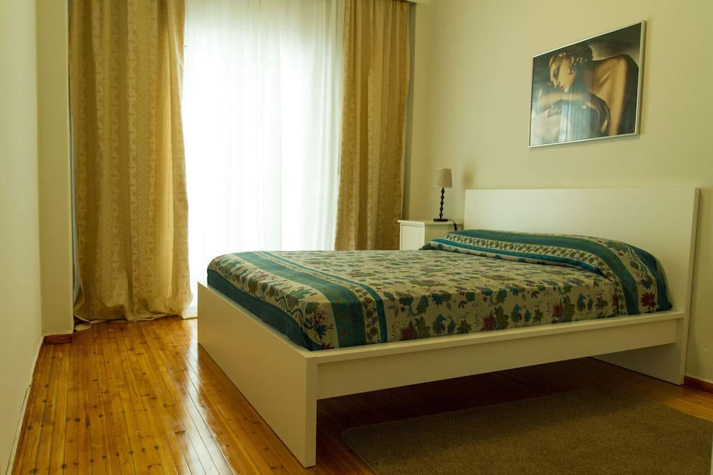Bed-room with double bed