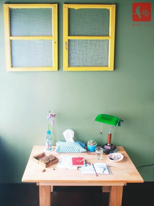 雙人房小書桌(靠窗)