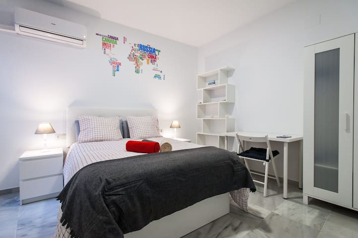 BRAND NEW ROOM in Renovated House - Sevilla - Lyxvåning