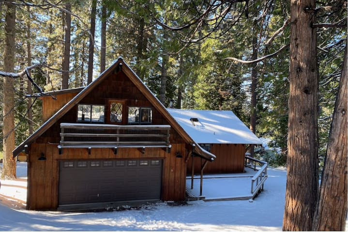 Spotless RENOVATED large cozy cabin in Strawberry