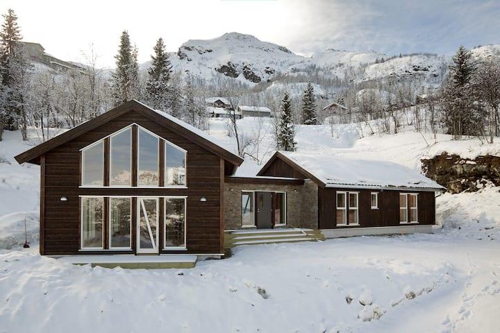 Utsyn, Hemsedal. Stor moderne hytte i Skisenteret.