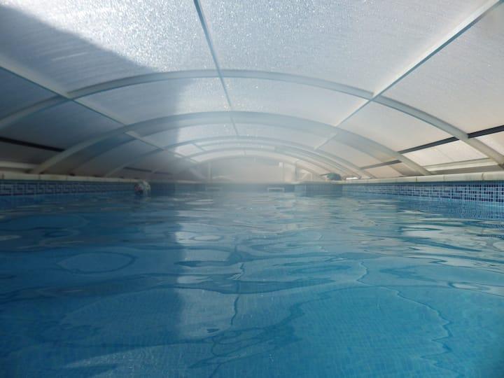 villa climatisée, piscine pour 10/12 personnes .
