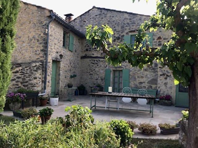 Chambre privée de charme au coeur de l'Ardèche...