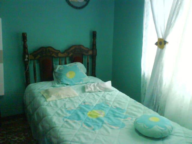 Alquilo cuarto de casa\ Rent a room - La Suiza - Slaapzaal