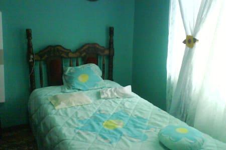 Alquilo cuarto de casa\ Rent a room - La Suiza - Dorm