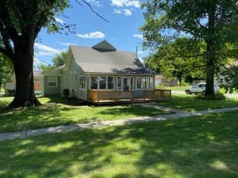 Paul & Bev's Pine Street Cottage